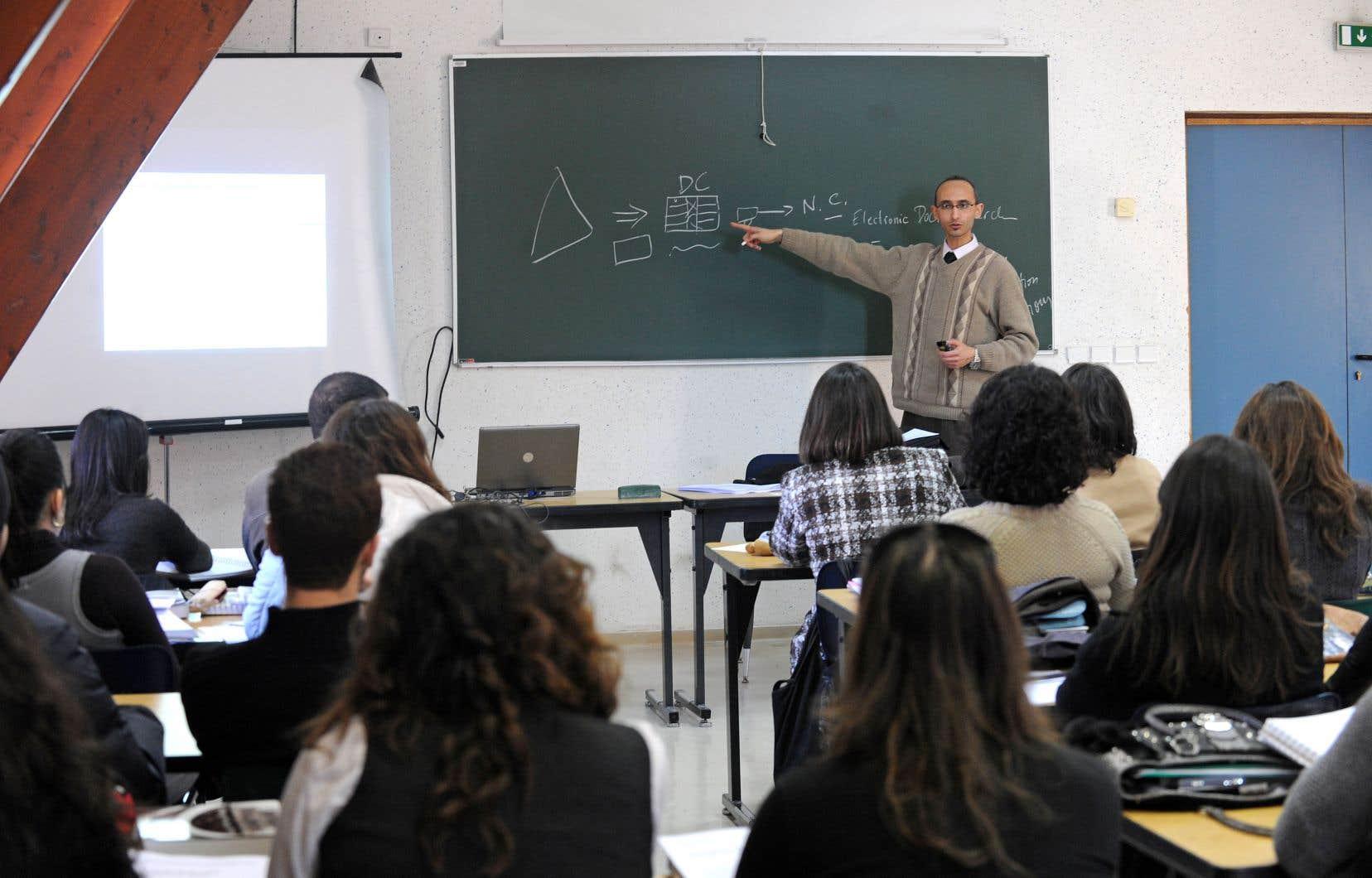 Dès le début, le réseau de l'Université du Québec s'est bâti en s'appuyant sur la force de ses chargés de cours.