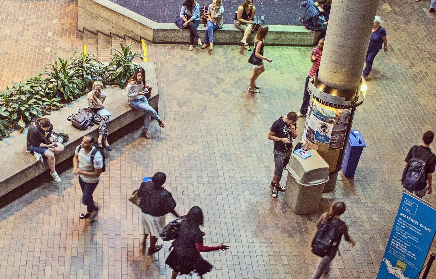 Les fondations des grandes entreprises ont tendance à subventionner les universités ayant déjà un prestige important et, sur ce point, la jeunesse de l'UQ ne joue pas en sa faveur.