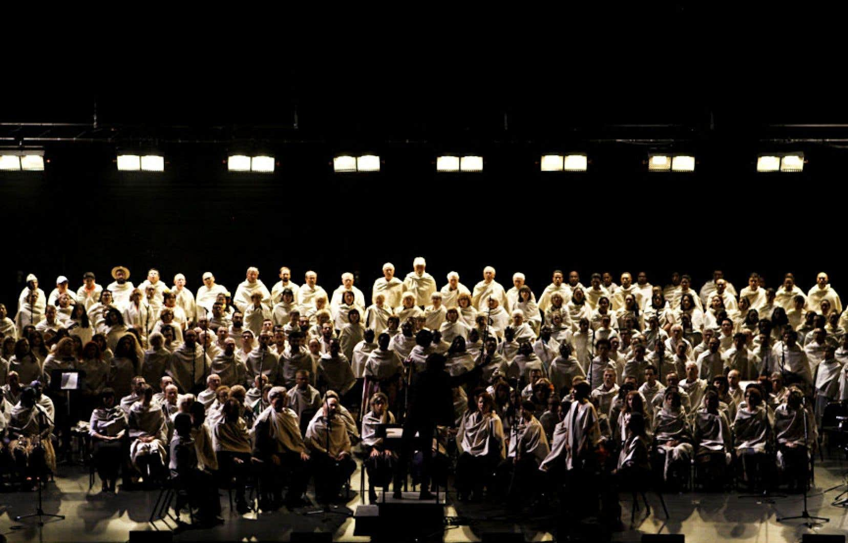 La création d'André Pappathomas «Souffles. Dix chœurs pour un chant à créer» a réuni sur une même scène autant de communautés culturelles établies à Montréal.