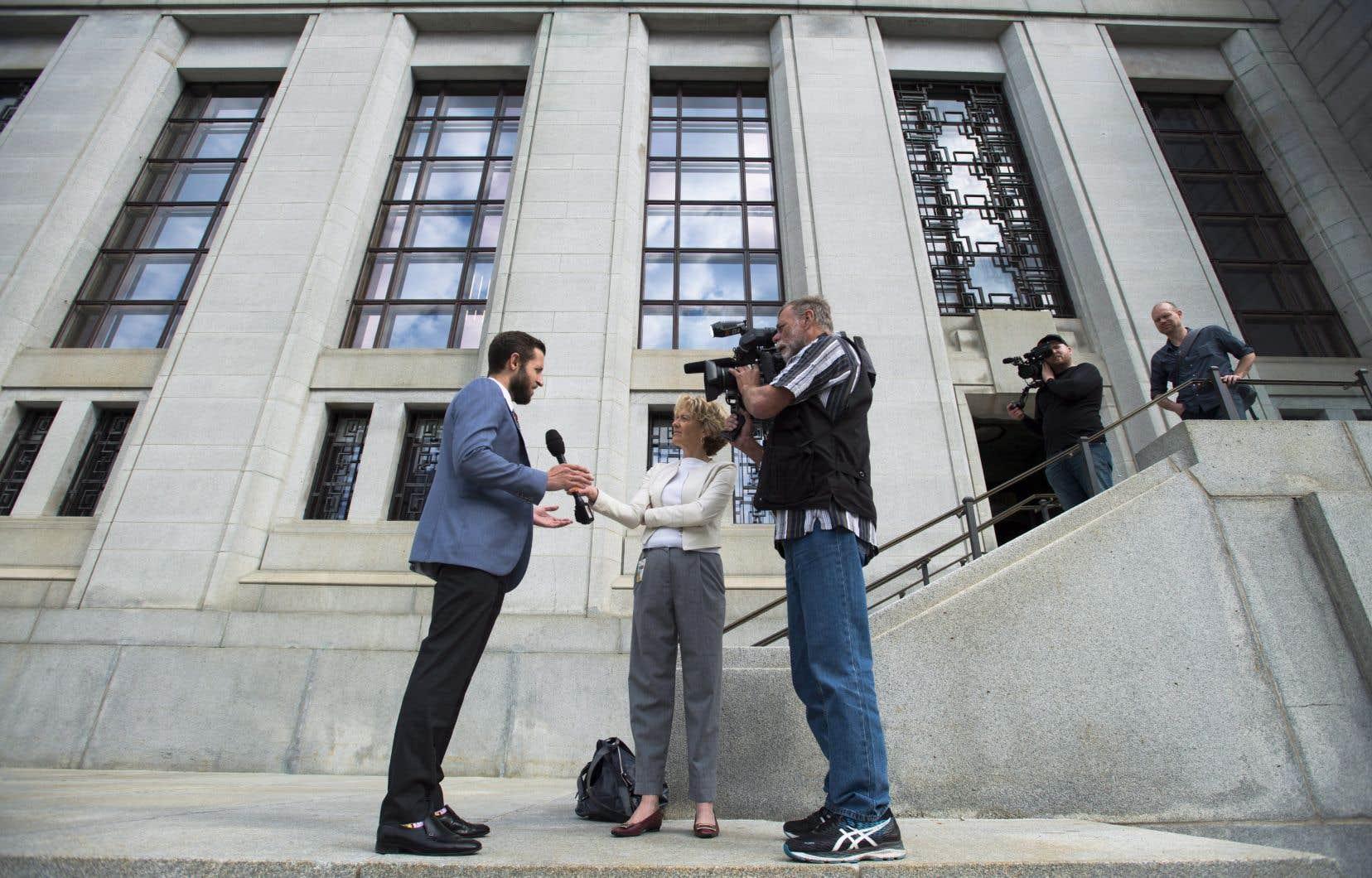 Le journaliste de Vice Media, Ben Makuch, en entrevue devant la Cour suprême du Canada