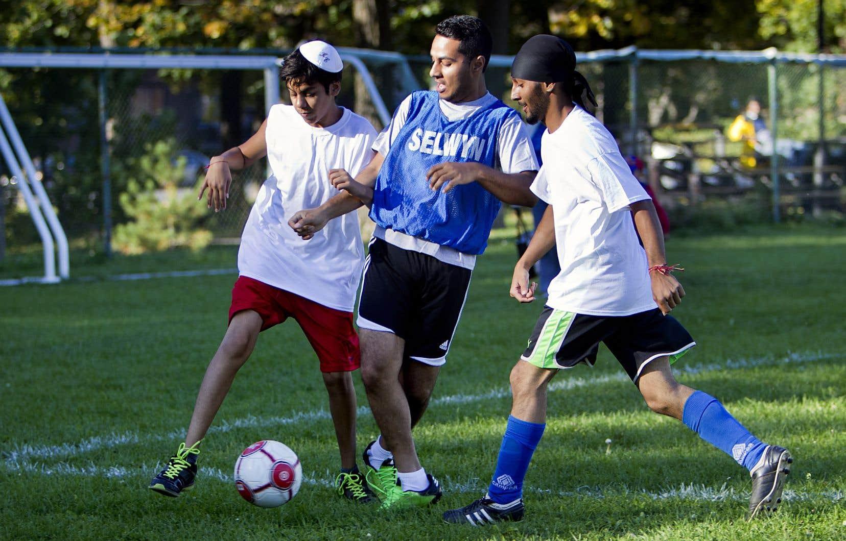 Selon l'étude, les victimes sont aussi nombreuses chez les garçons que chez les filles, une situation qui semble unique au monde du sport.