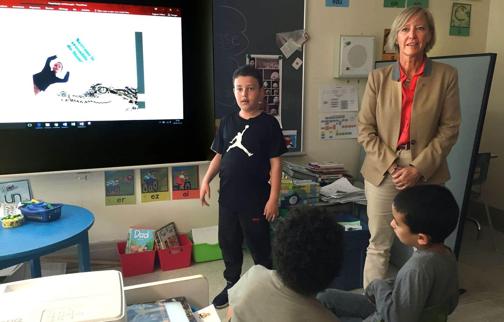 La secrétaire d'État française chargée des Personnes handicapées, Sophie Cluzel, a visité l'école Saint-Anselme, dans le quartier Centre-Sud de Montréal, mercredi.