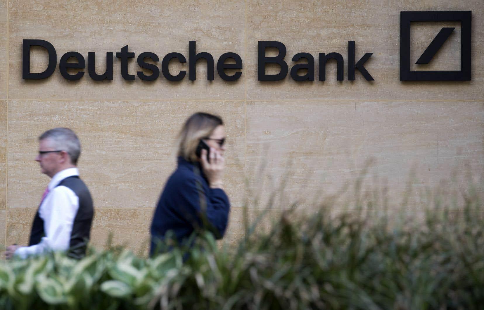 Le groupe bancaire allemand confirme ainsi qu'il renonce à vouloir concurrencer les géants américains de Wall Street dansle département de négoce des actions.
