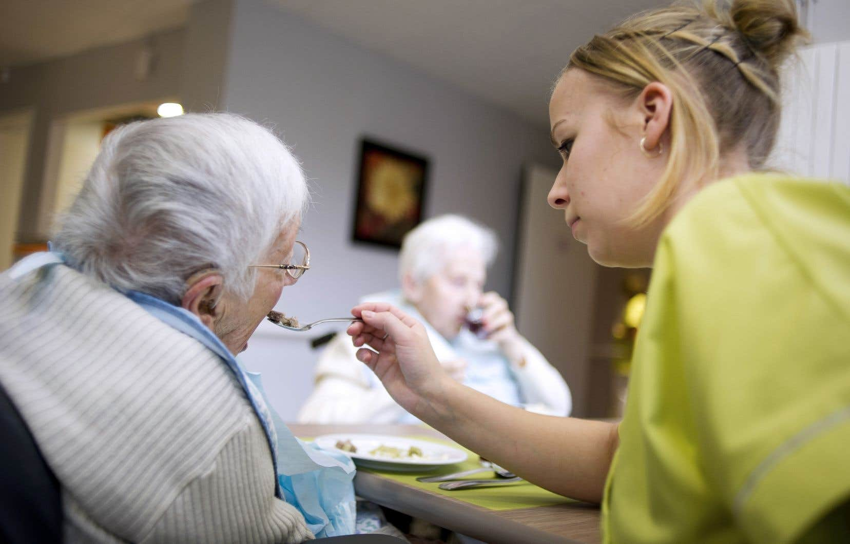 Lorsqu'on est sensible à la réalité que vivent les préposés en résidences pour aînés, on ne peut s'imaginer qu'une formation écourtée soit une solution viable, estime l'auteure.