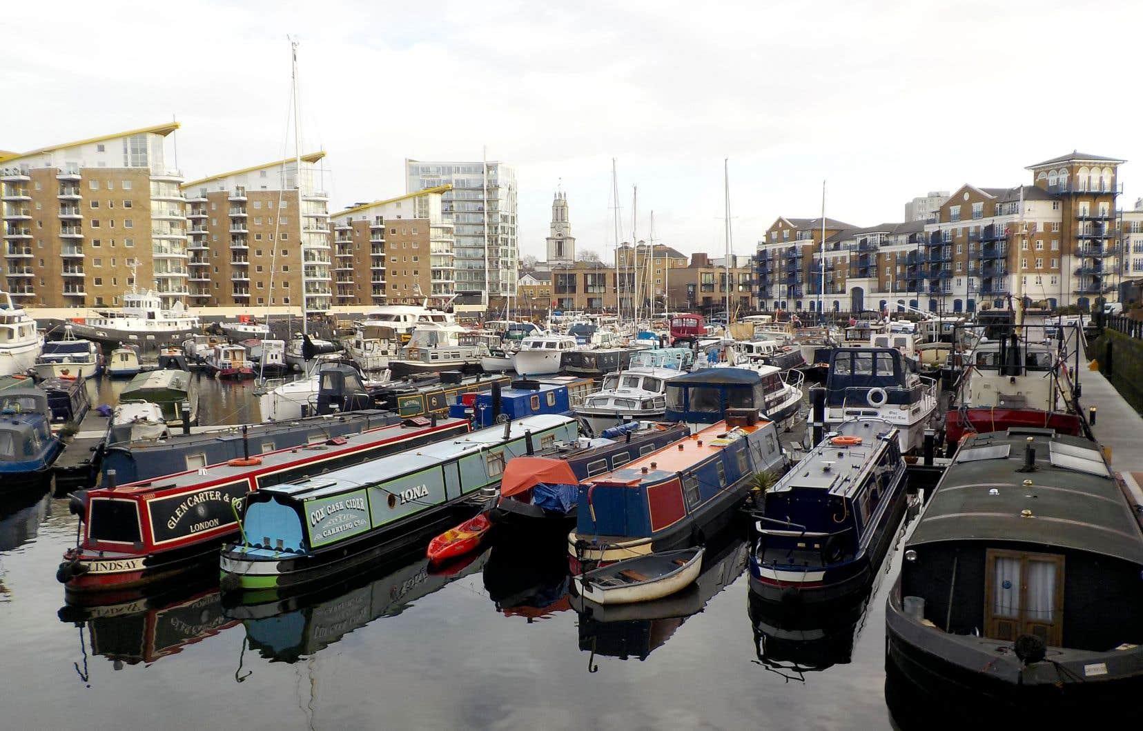 À Londres, un site d'amarrage permanent peut facilement coûter 12 000 livres sterling par année.