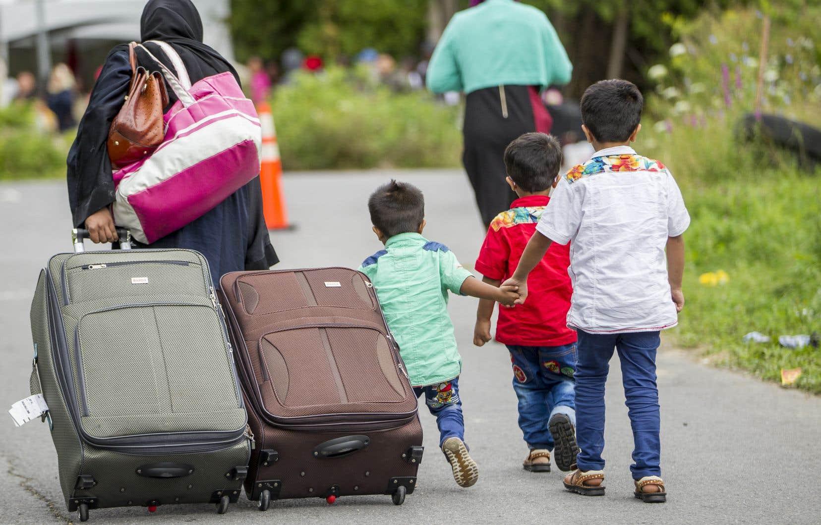Nous sommes émus par le sort des réfugiés et des migrants, mais l'idée de les recevoir chez nous ne passe pas facilement la rampe, souligne l'auteur.