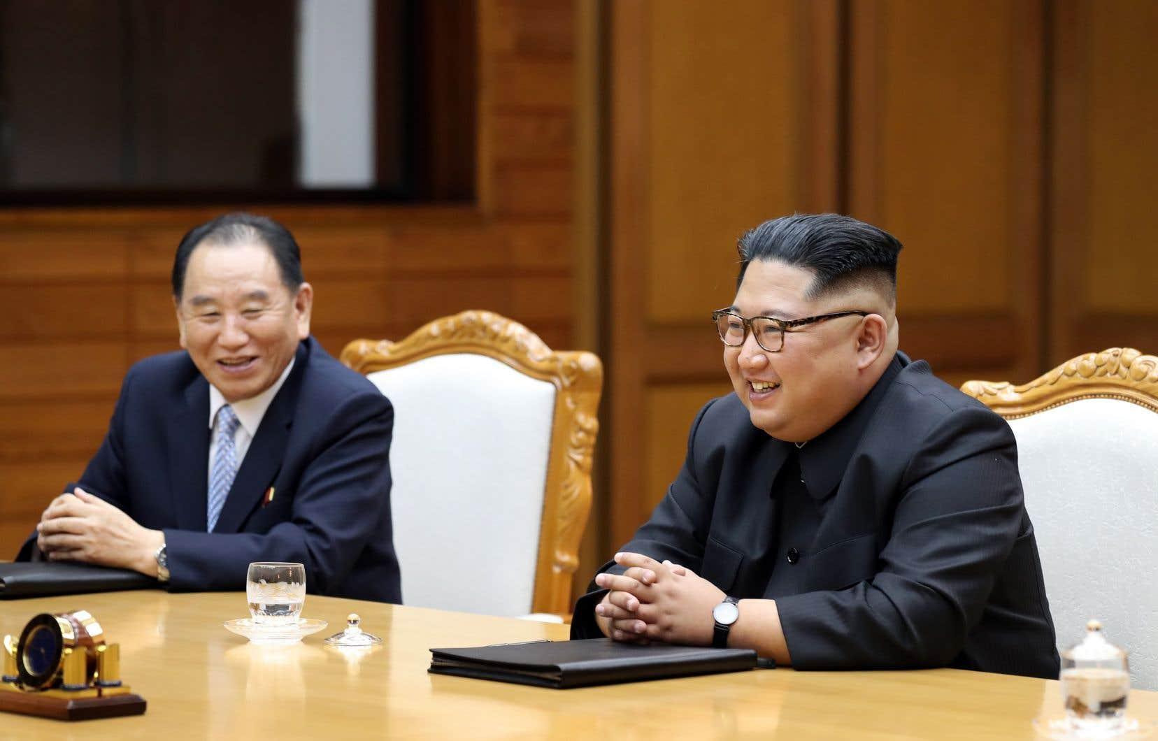 Samedi, le dirigeant nord-coréen Kim Jong-un etle président sud-coréen, Moon Jae-in,ont créé la surprise en se rencontrant dans le village de Panmunjon.