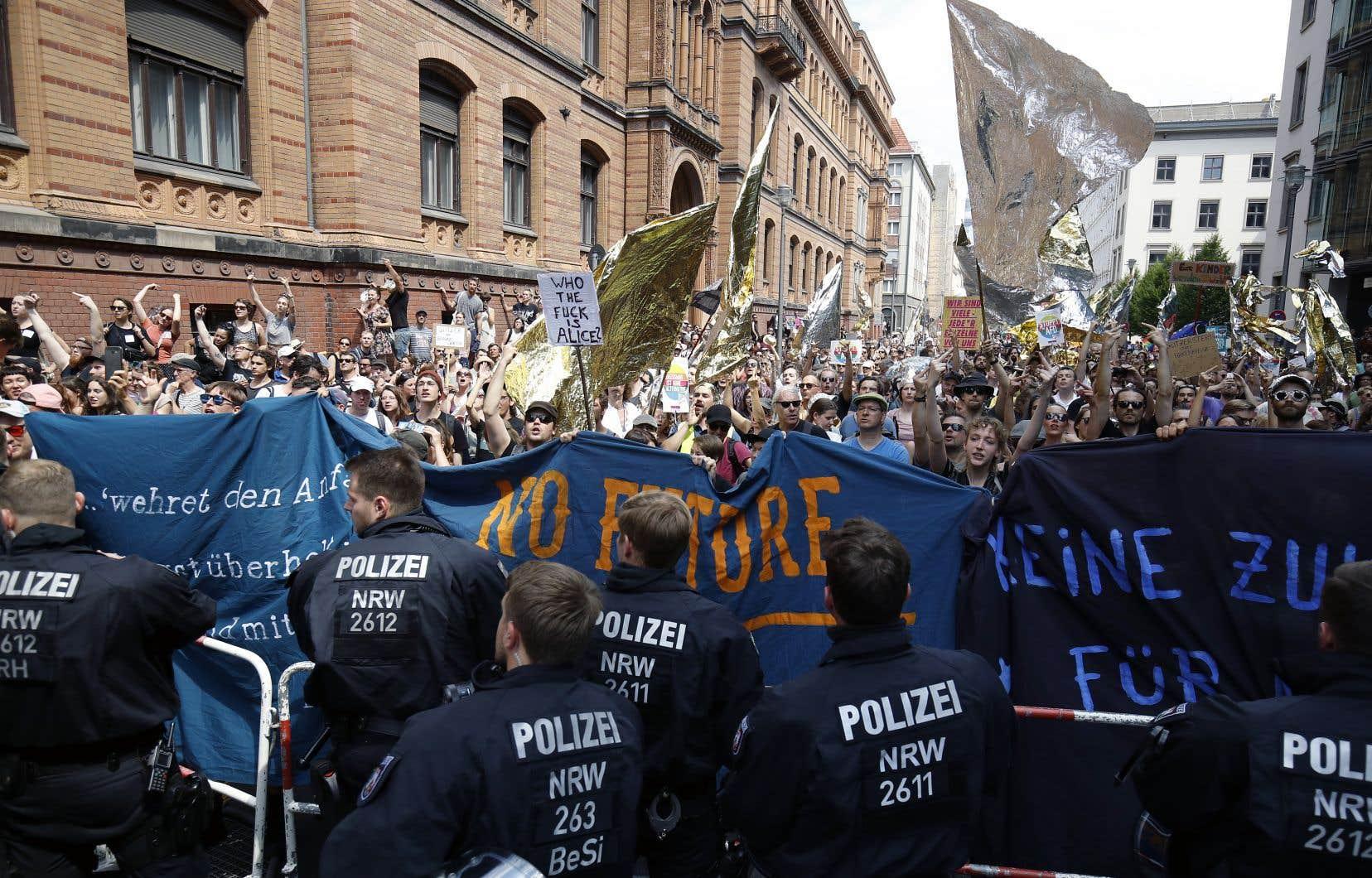 Les contre-manifestants étaient près de cinq fois plus nombreux que les partisans de l'extrême droite, selon les estimations de la police.