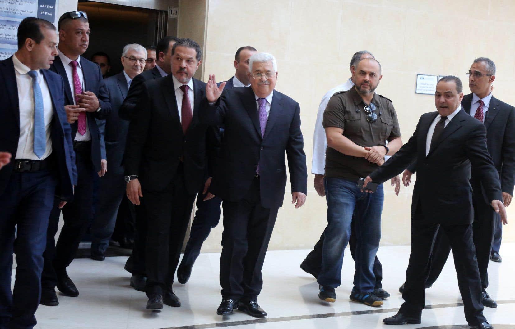 M. Abbas, 83 ans, est sorti à pied de l'hôpital où il était soigné pour une pneumonie selon la présidence