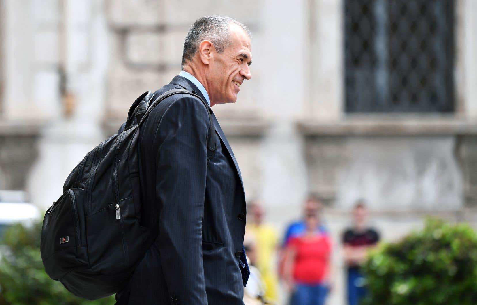 L'économiste italien Carlo Cottarelli quittant le palais présidentiel, lundi