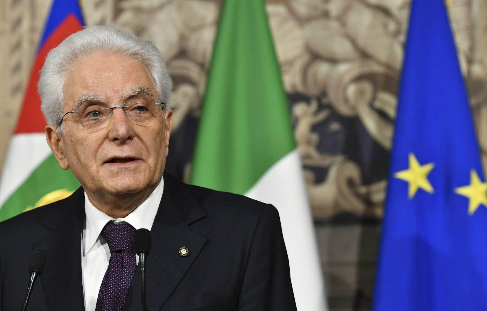 «L'incertitude de la position italienne vis-à-vis de l'euro a alarmé les investisseurs», s'est justifié le président italien, Sergio Mattarella.