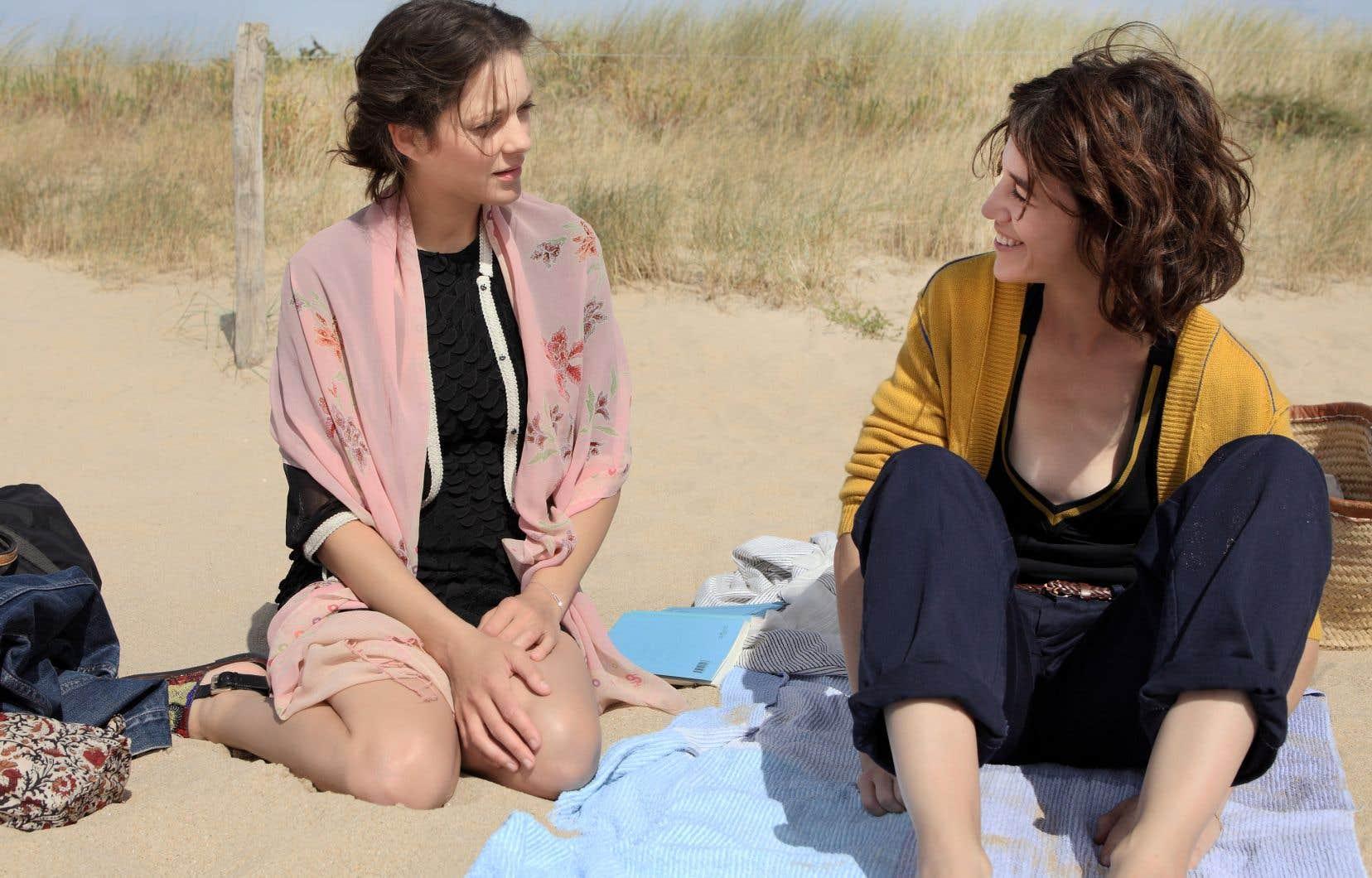 Avec Mathieu Amalric, Marion Cotillard et Charlotte Gainsbourg forment un triangle amoureux dans Les fantômes d'Ismaël d'Arnaud Desplechin.
