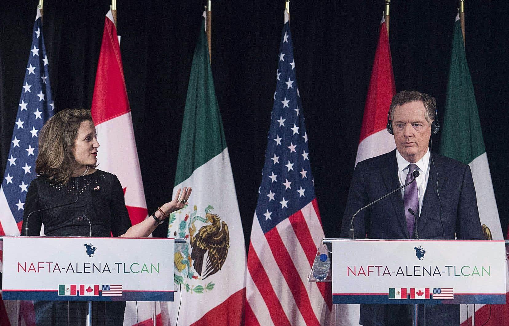 La ministre des Affaires étrangères, Chrystia Freeland, etle représentant américain au Commerce, Robert Lighthizer.