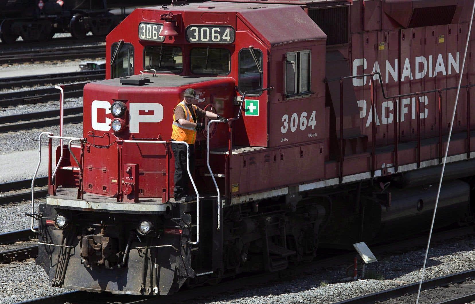 Les 3000 chefs de train et mécaniciens du Canadien Pacifique dans l'ensemble du pays ont déclenché une grève générale illimitée mardi soir.