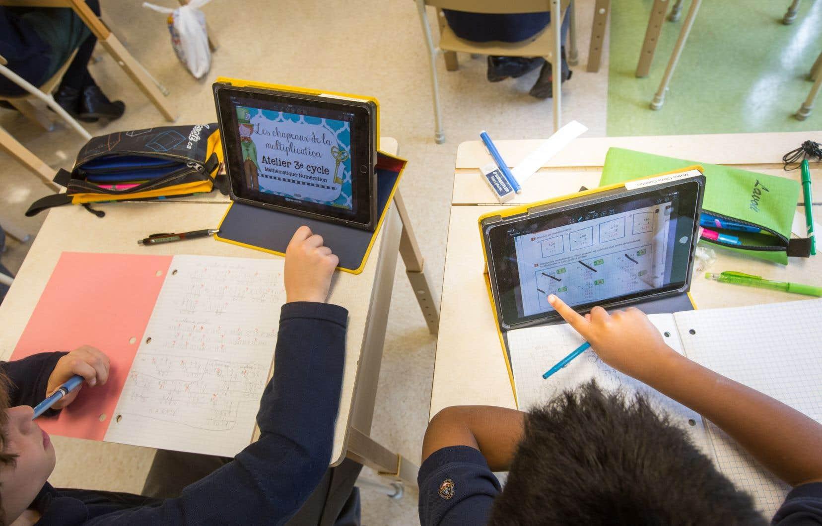 À la rentrée, toutes les écoles primaires et secondaires du Québec pourront mettre à la disposition des enseignants des «combos numériques» incluant des robots adaptés aux différents niveaux, des iPad et des imprimantes 3D, notamment.