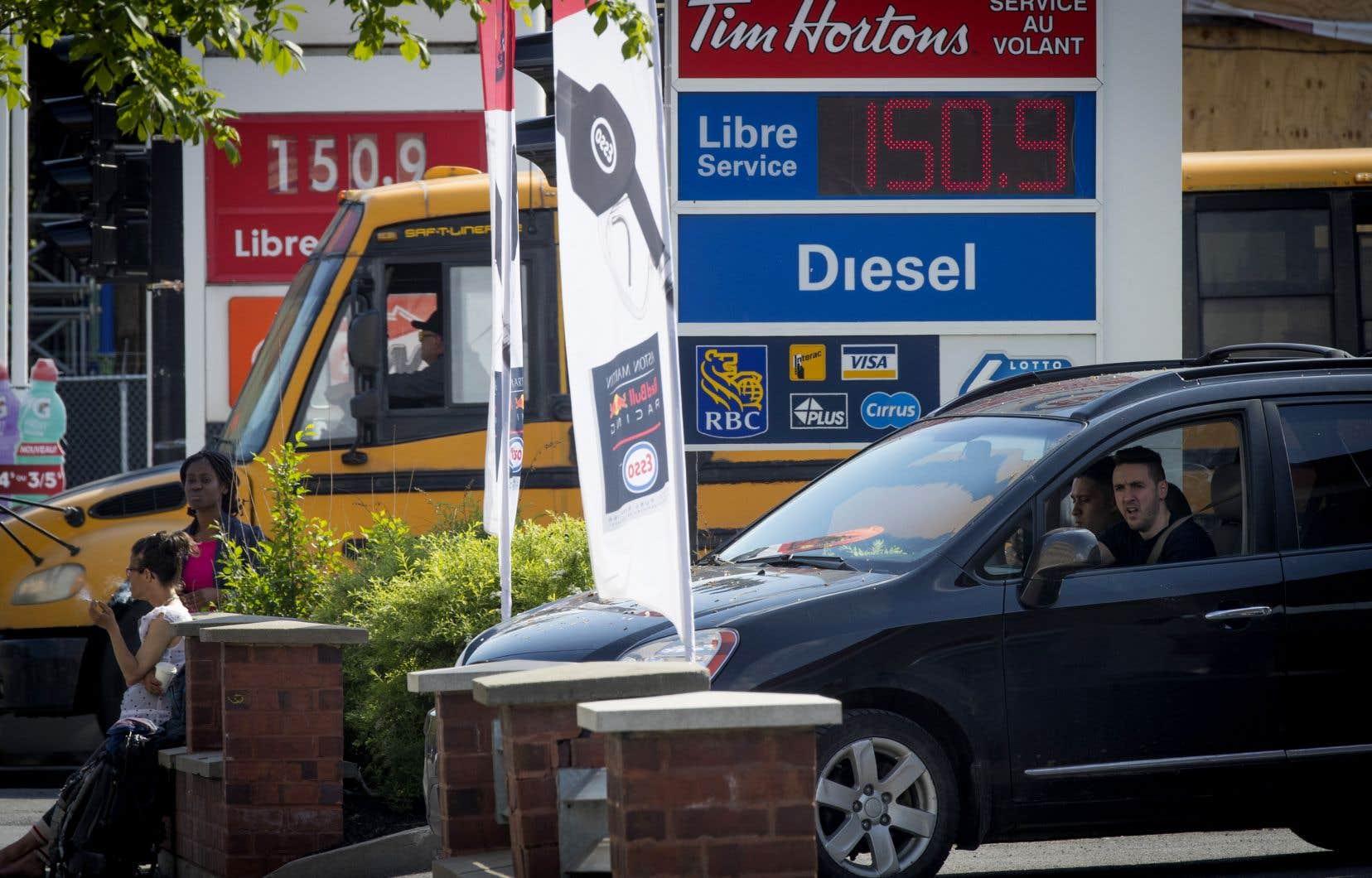 Les automobilistes ont vu le prix du litre bondir à la pompe, franchissant même 1,50$ dans la région métropolitaine.