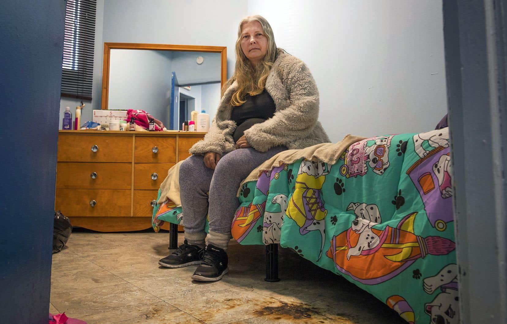 Les résidents vivent seuls ou à deux dans les chambres de l'édifice.