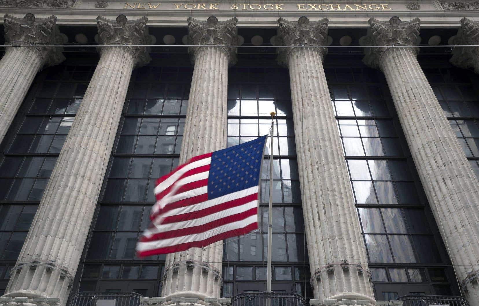 L'indice symbolique Dow Jones s'est replié de 1% pour terminer à 24415,84 points.