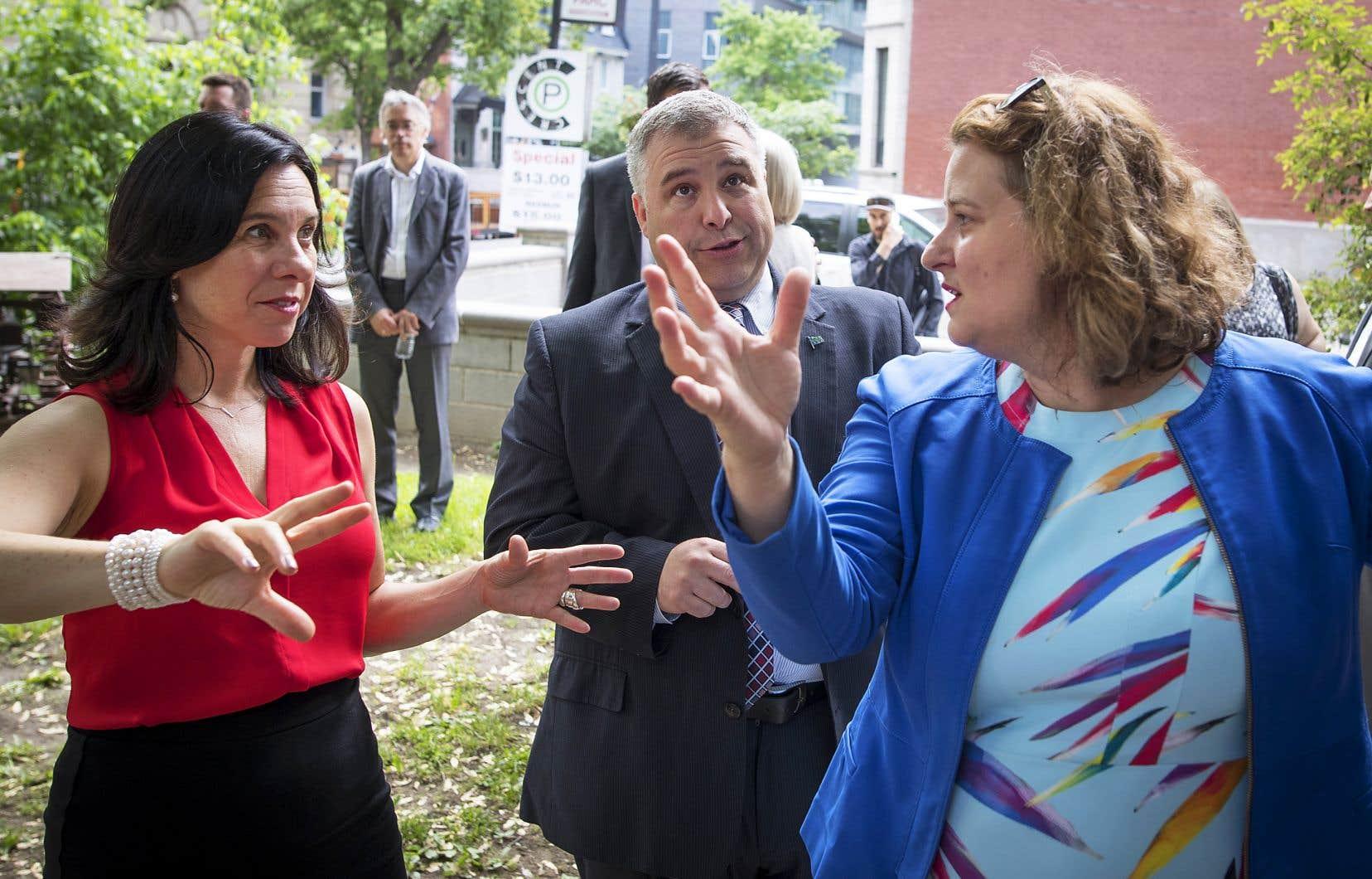 La mairesse de Montréal, Valérie Plante, le ministre de l'Éducation, Sébastien Proulx, et la présidente de la CSDM, Catherine Harel Bourdon