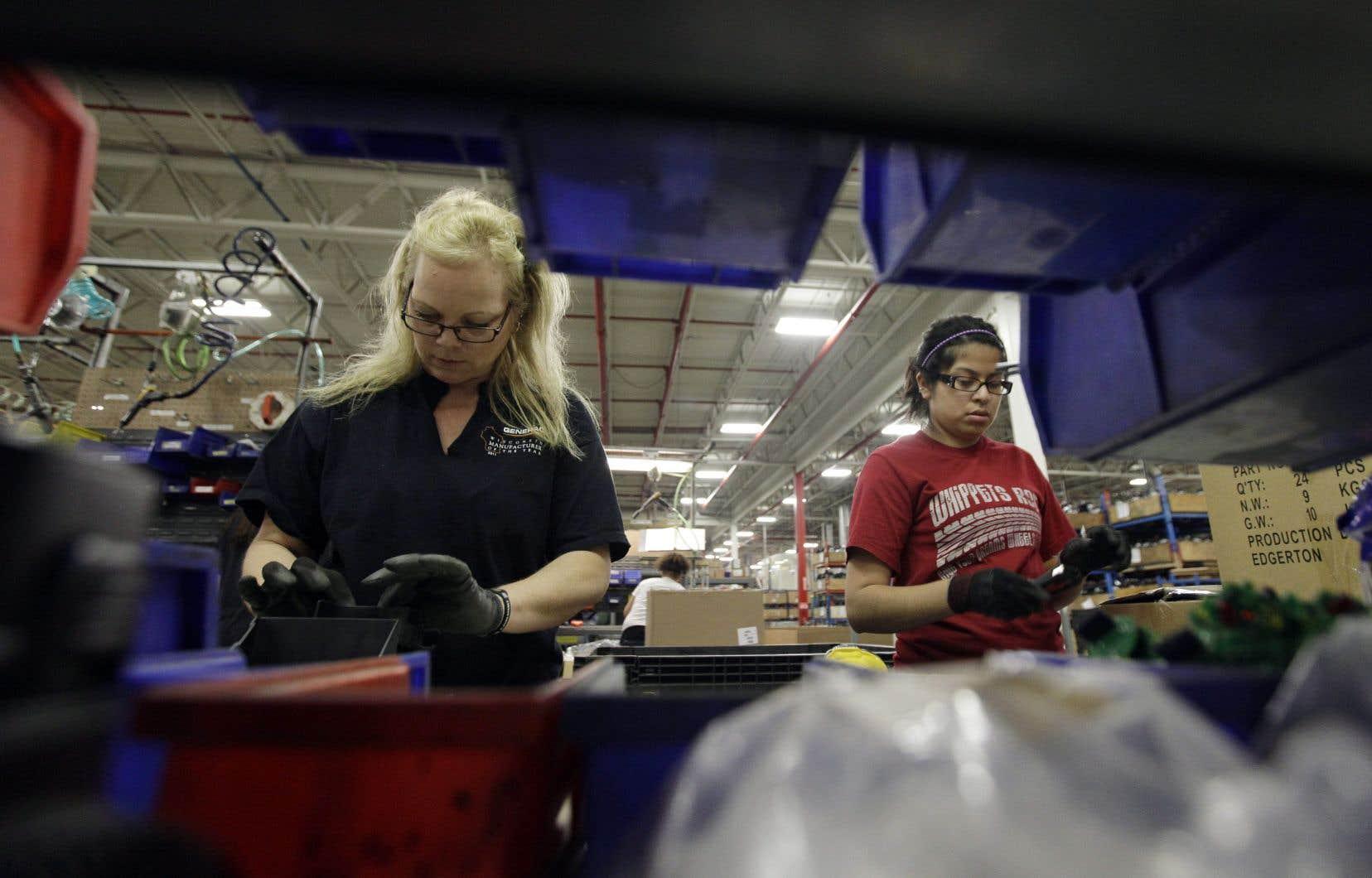 De fortes créations d'emplois dans presque tous les secteurs d'activité (223000) ont permis au taux de chômage de perdre un dixième de point, surprenant les analystes.