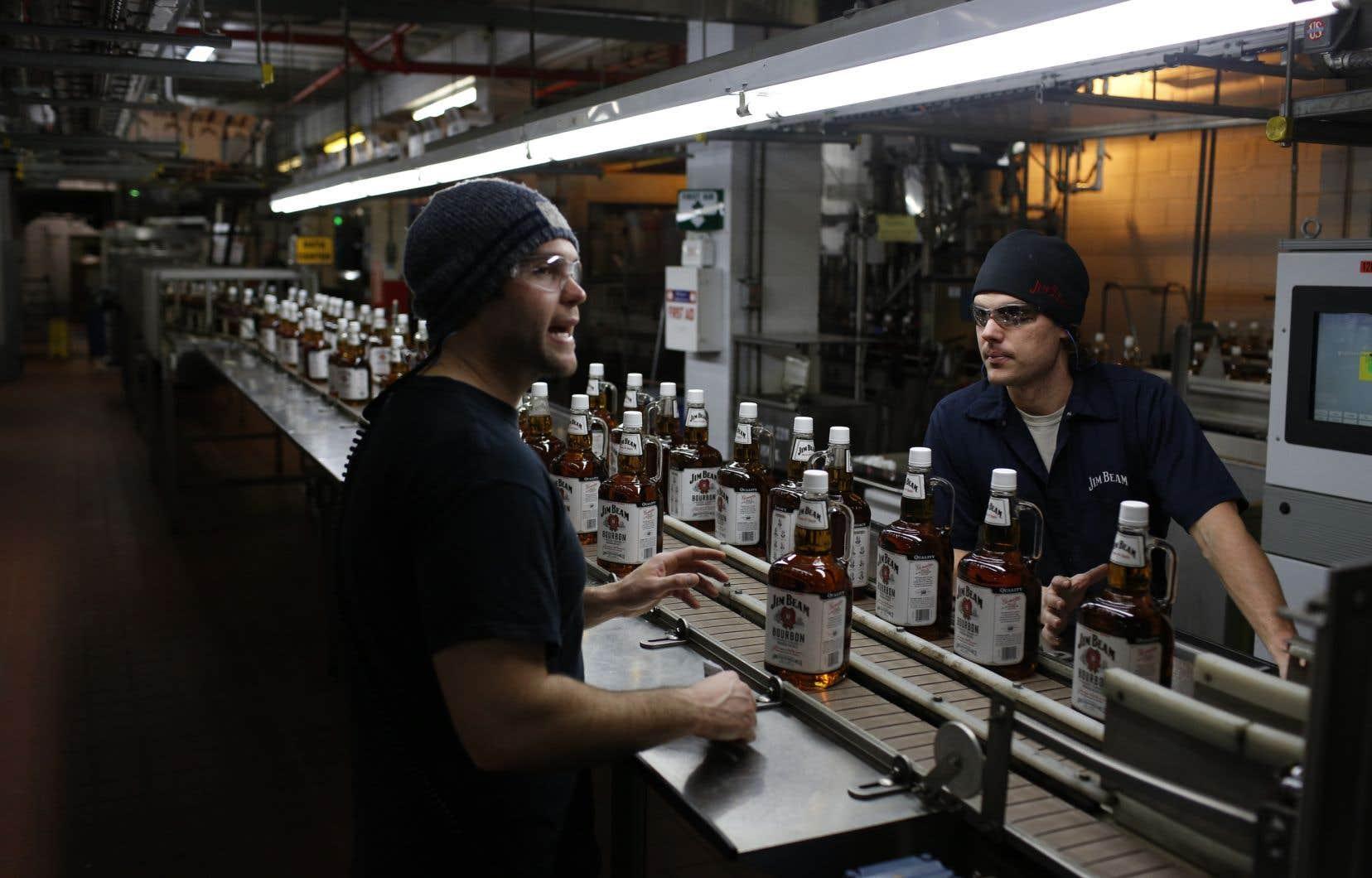 Le bourbon est une industrie de 8,5 milliards au Kentucky, qui soutient 17 500 emplois dont la rémunération annuelle atteint 800 millions.