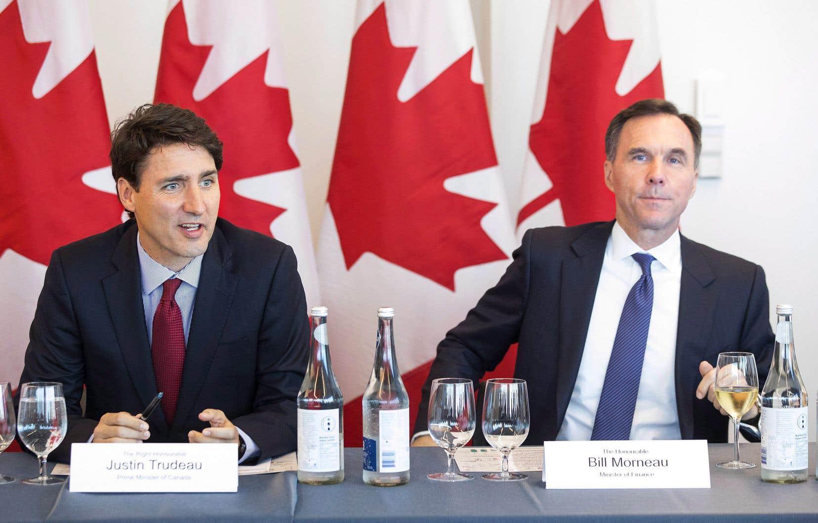 Le premier ministre Justin Trudeau et son ministre des Finances, Bill Morneau, en conférence de presse à Toronto mardi dernier