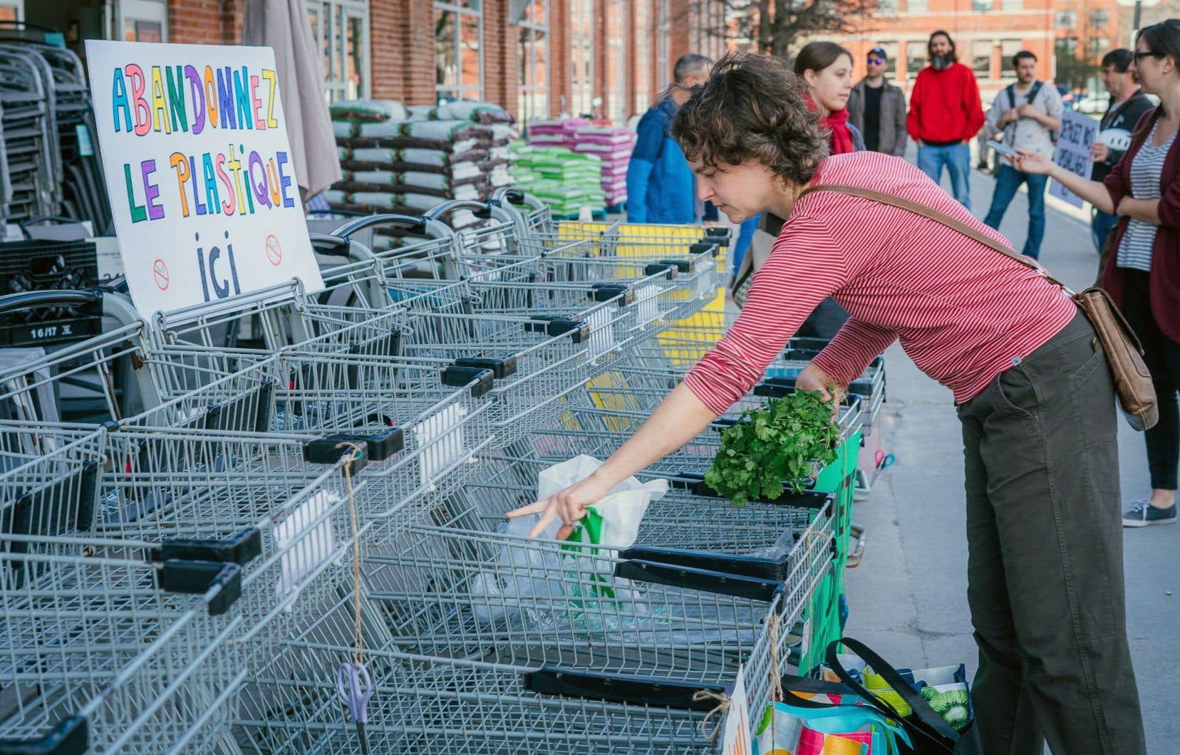 Le mois dernier, près de 200 citoyens avaient participé à une première attaque au plastique, organisée à Montréal.