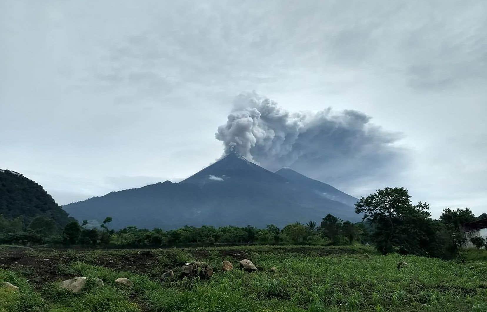 L'éruption du volcan de Fuego a entraîné l'évacuation de 3000 personnes et la fermeture de l'aéroport international de Guatemala.