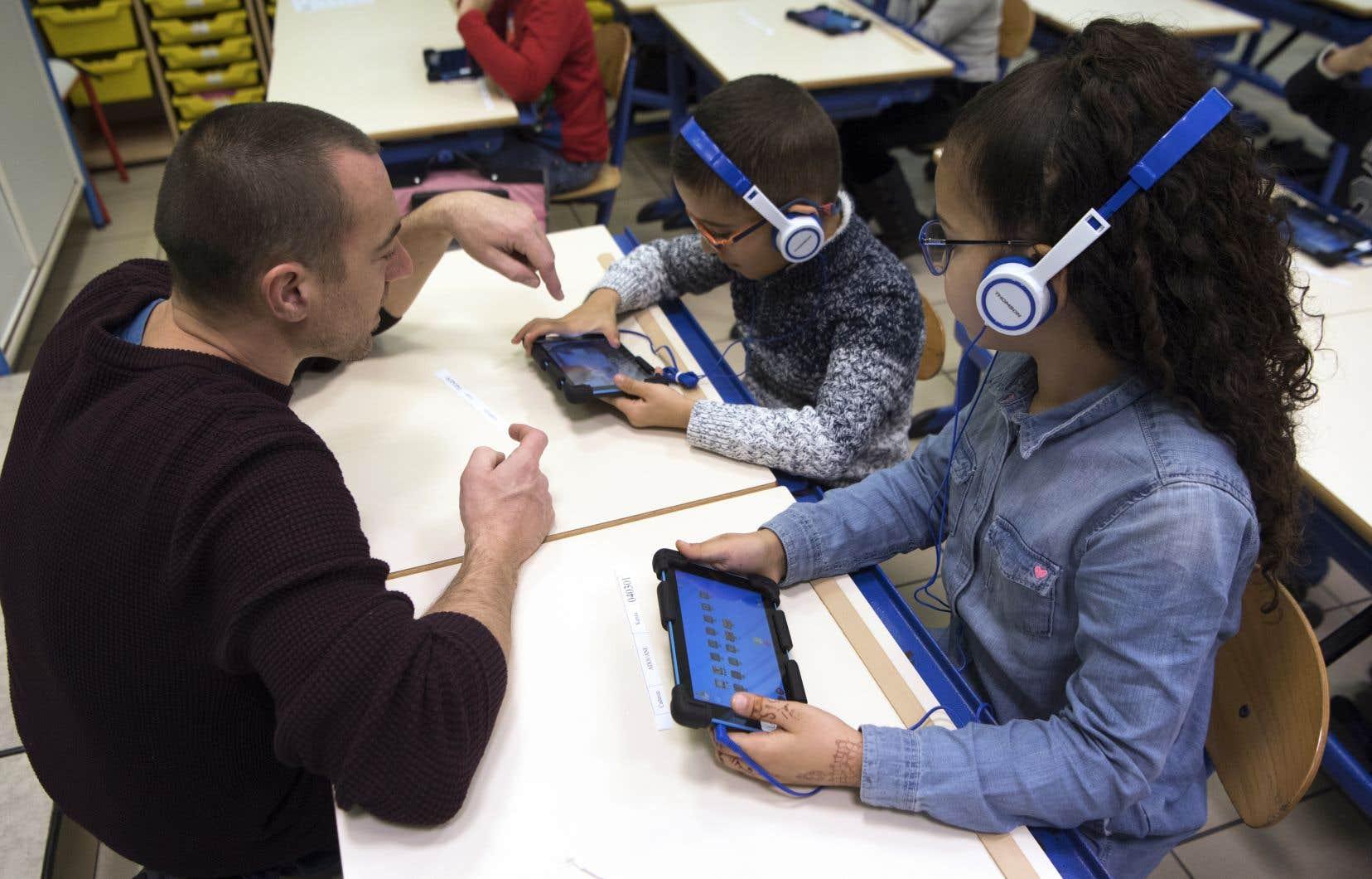 Le virage numérique du ministre Sébastien Proulx, échelonné sur cinq ans, coûtera 1,3milliard de dollars, soulignent les auteures.