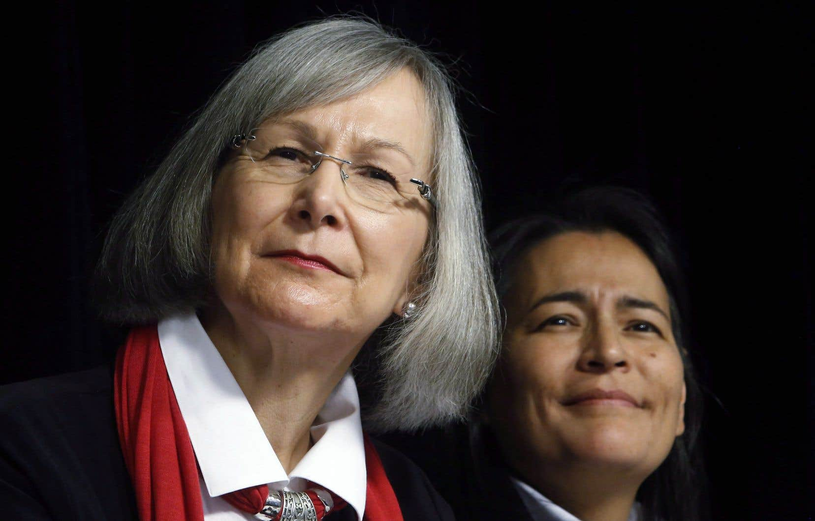 La présidente de la commission fédérale d'enquête sur les femmes autochtones, Marion Buller, et la commissaire Michèle Audette