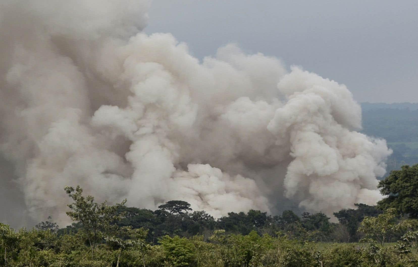 Sept villages situés sur le flanc du volcan ont été évacués mardi, en raison de l'augmentation de l'activité volcanique.