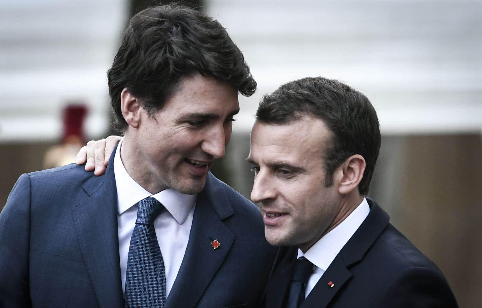Justin Trudeau et Emmanuel Macron ont pour point commun d'avoir tenté, en vain, d'amadouer Donald Trump pour le convaincre de renoncer à son projet de taxes sur les importations d'acier et d'aluminium.