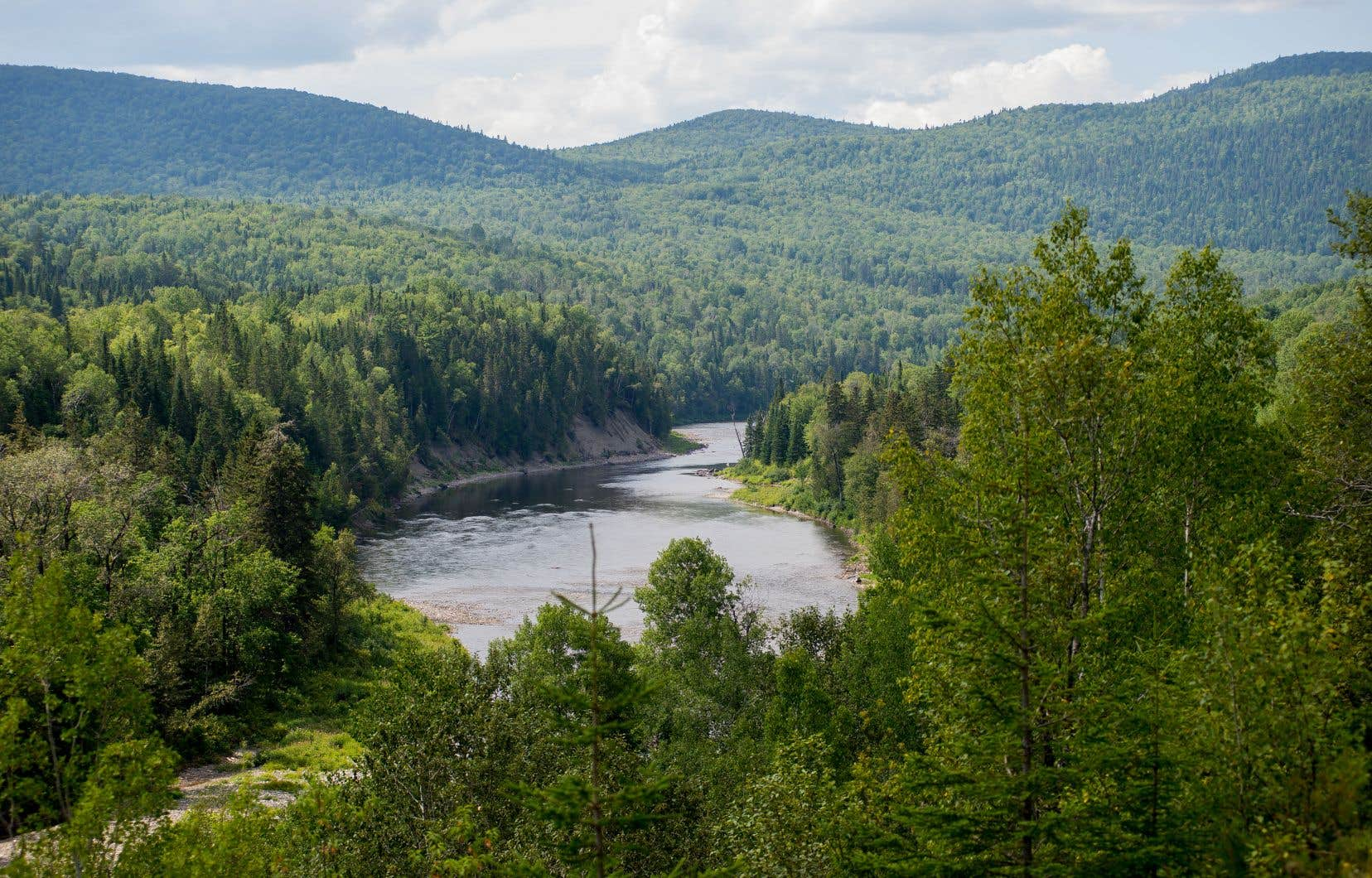 Le gouvernement du Québec compte ouvrir les lacs et les rivières aux projets d'exploration pétrolière et gazière.