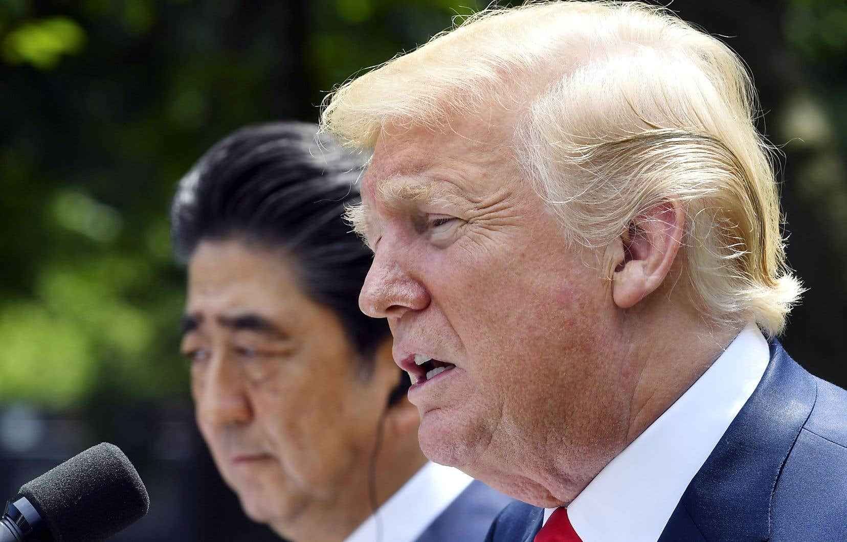 Le président américain, Donald Trump, recevait le premier ministre japonais, Shinzo Abe, à cinq jours de sa rencontre avec Kim Jong-un.
