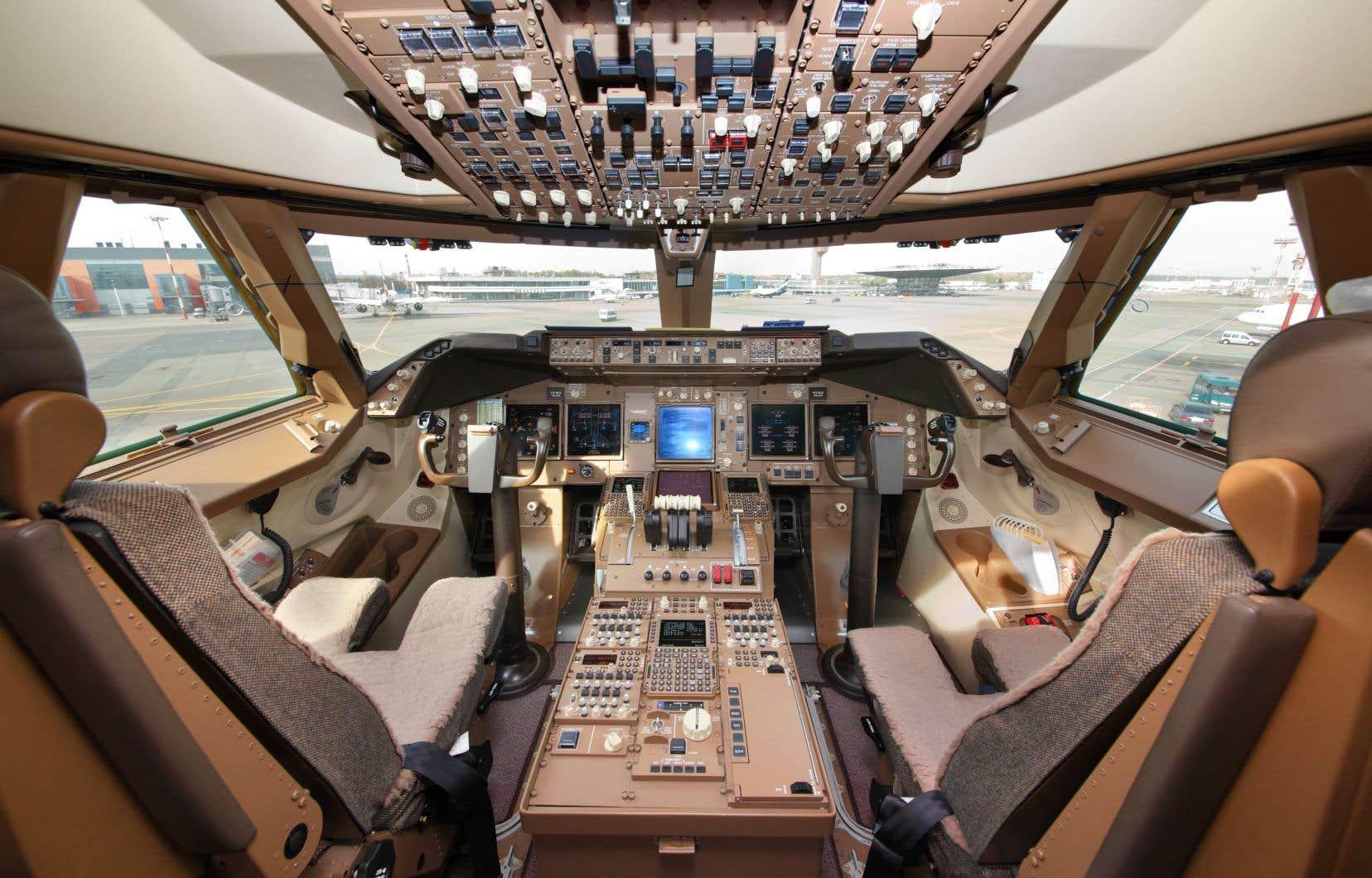 CMC Électronique offre ses services, entre autres, dans l'intégration de poste de pilotage, dont celui de certains Boeing 747.