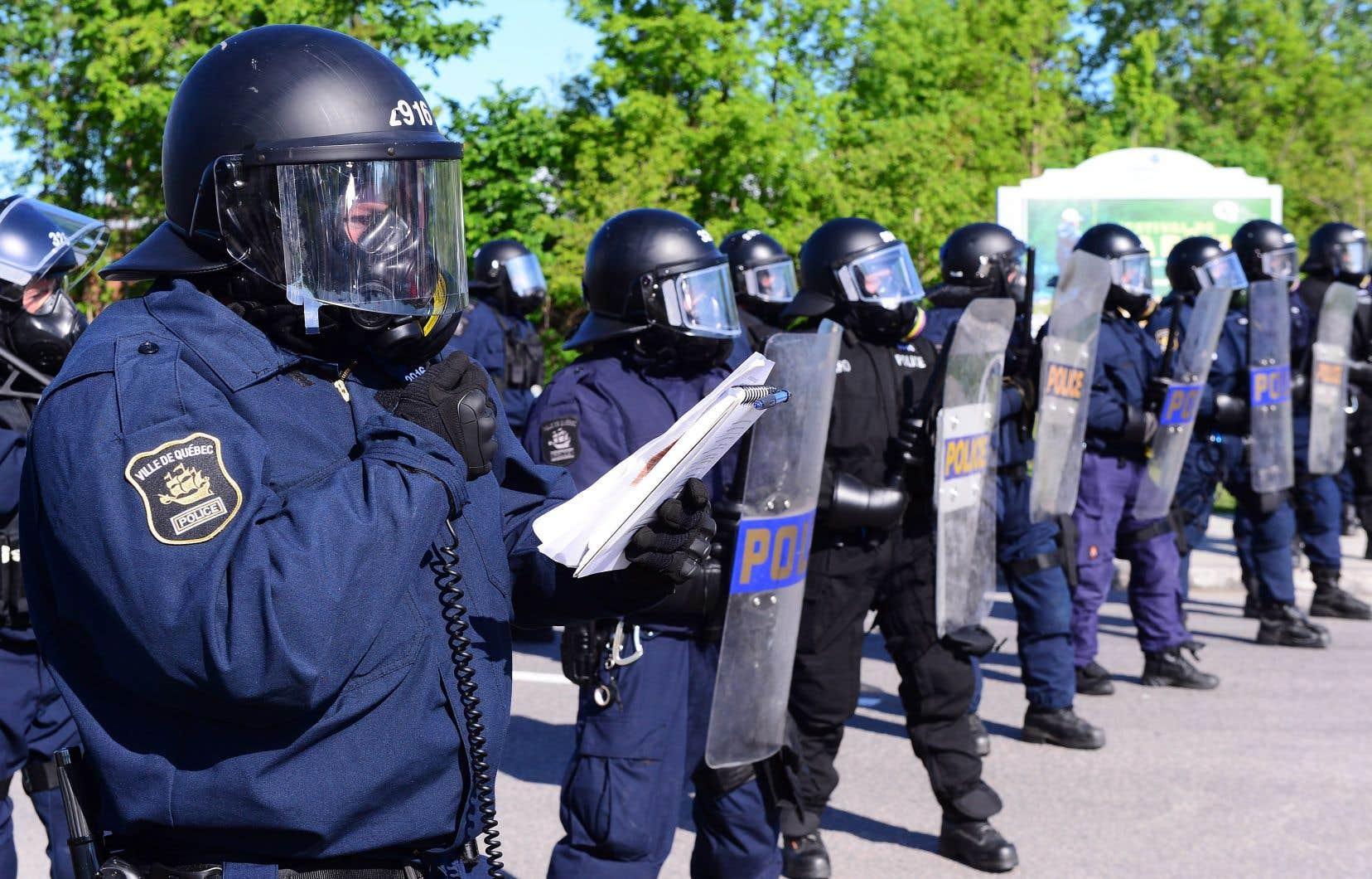 Les militants étaient largement surpassés en nombre par les forces policières.