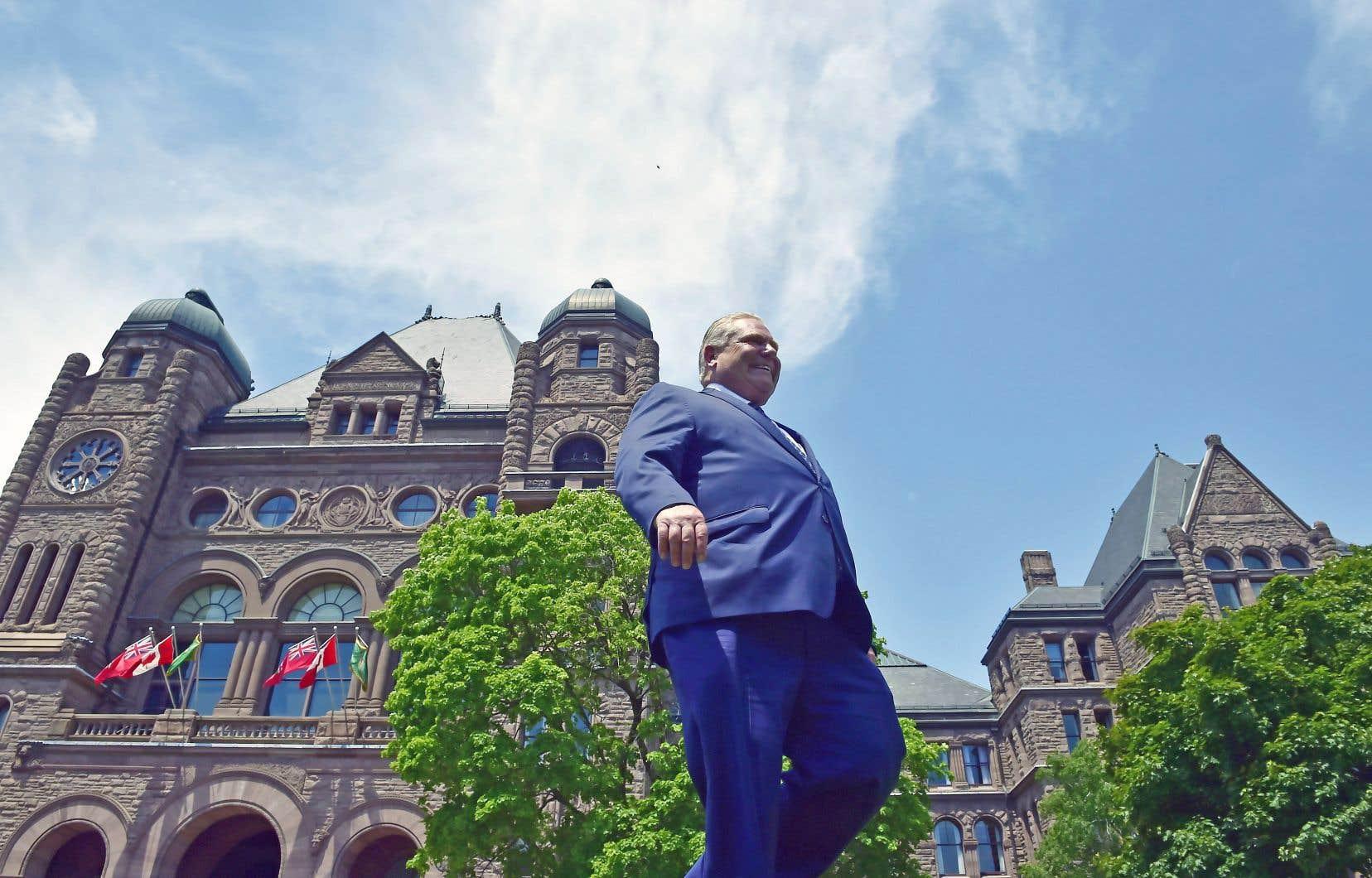 Le nouveau premier ministre désigné ontarien, Doug Ford, s'est rendu, triomphant, à Queen's Park, vendredi matin.