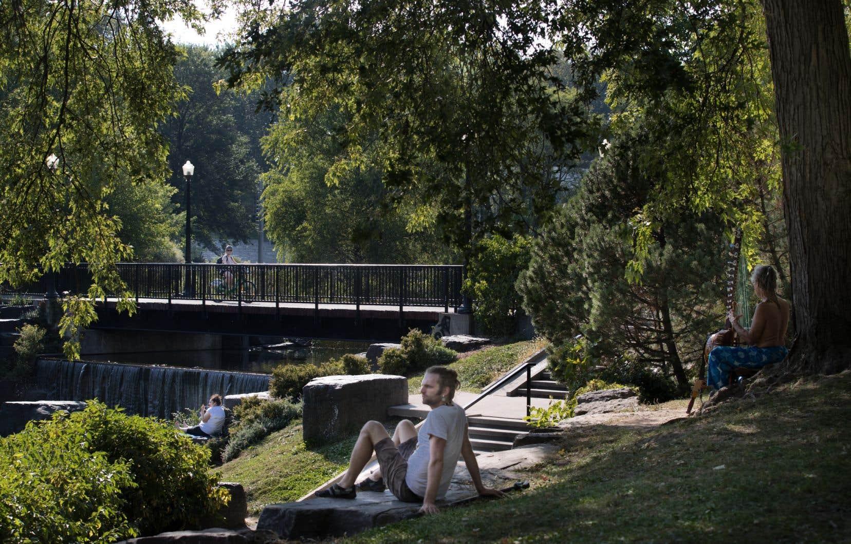 La piste cyclable qui traverse le parc La Fontaine, à Montréal, sera déplacée.