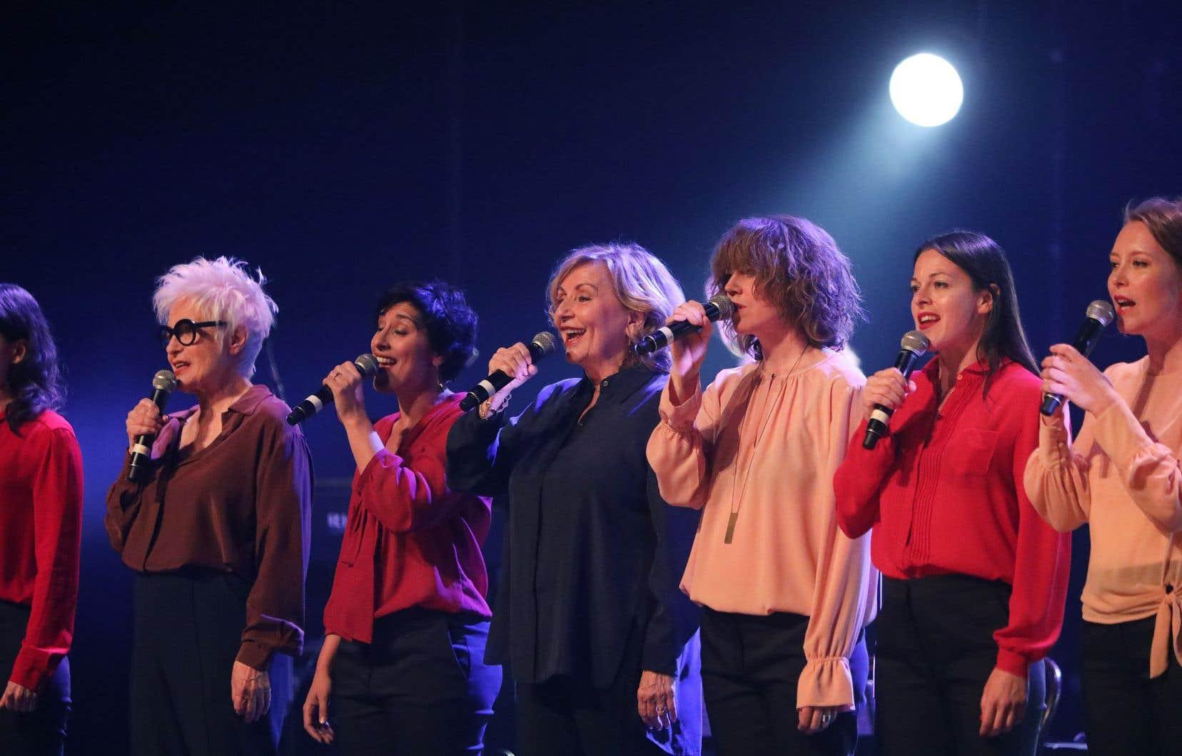 «Nous sommes la suite», ont lancé à l'unisson les quatorze femmes, chanteuses, musiciennes, comédiennes, réunies pour cette soirée d'hommage à Pauline Julien, vingt ans après sa mort.