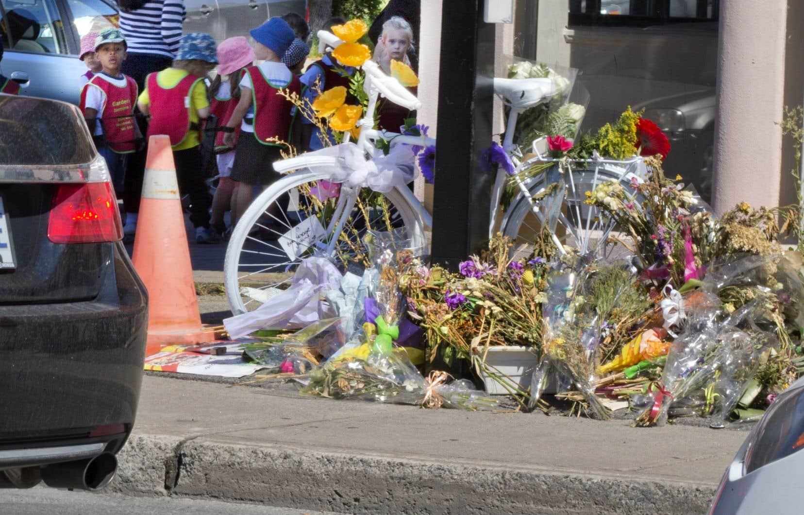 Depuis 2013, de nombreux vélos blancs ont été installés pour rendre hommage aux cyclistes fauchés dans les rues de Montréal.