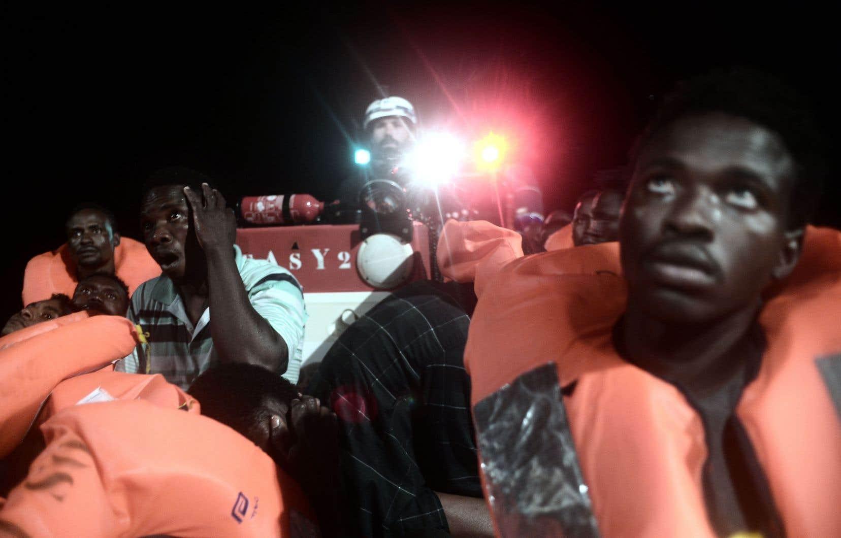 L'ONG SOS Méditerranée a secouru des centaines de migrants, samedi, qui ont été transférés sur l'«Aquarius». Le bateau a finalement été accepté en Espagne.