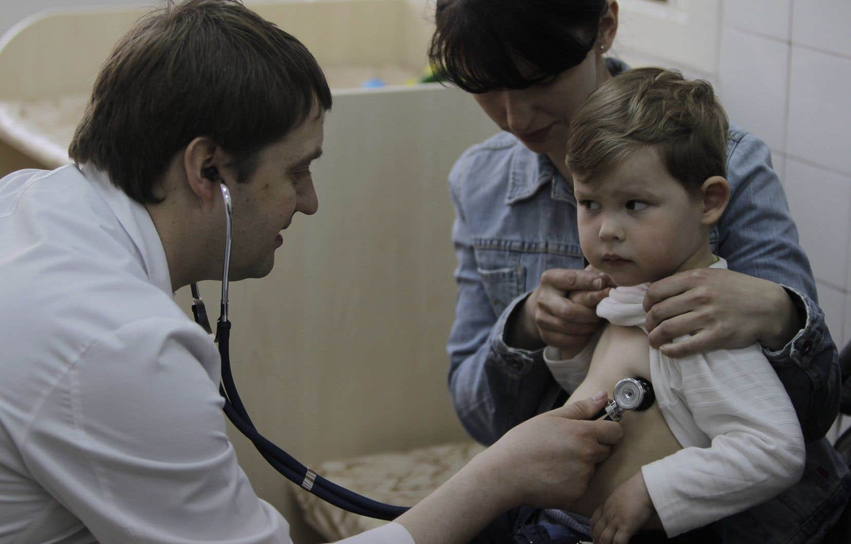 <p>Afin de limiter les risques de contamination, les autorités ukrainiennes incitent la population à se faire vacciner.</p>