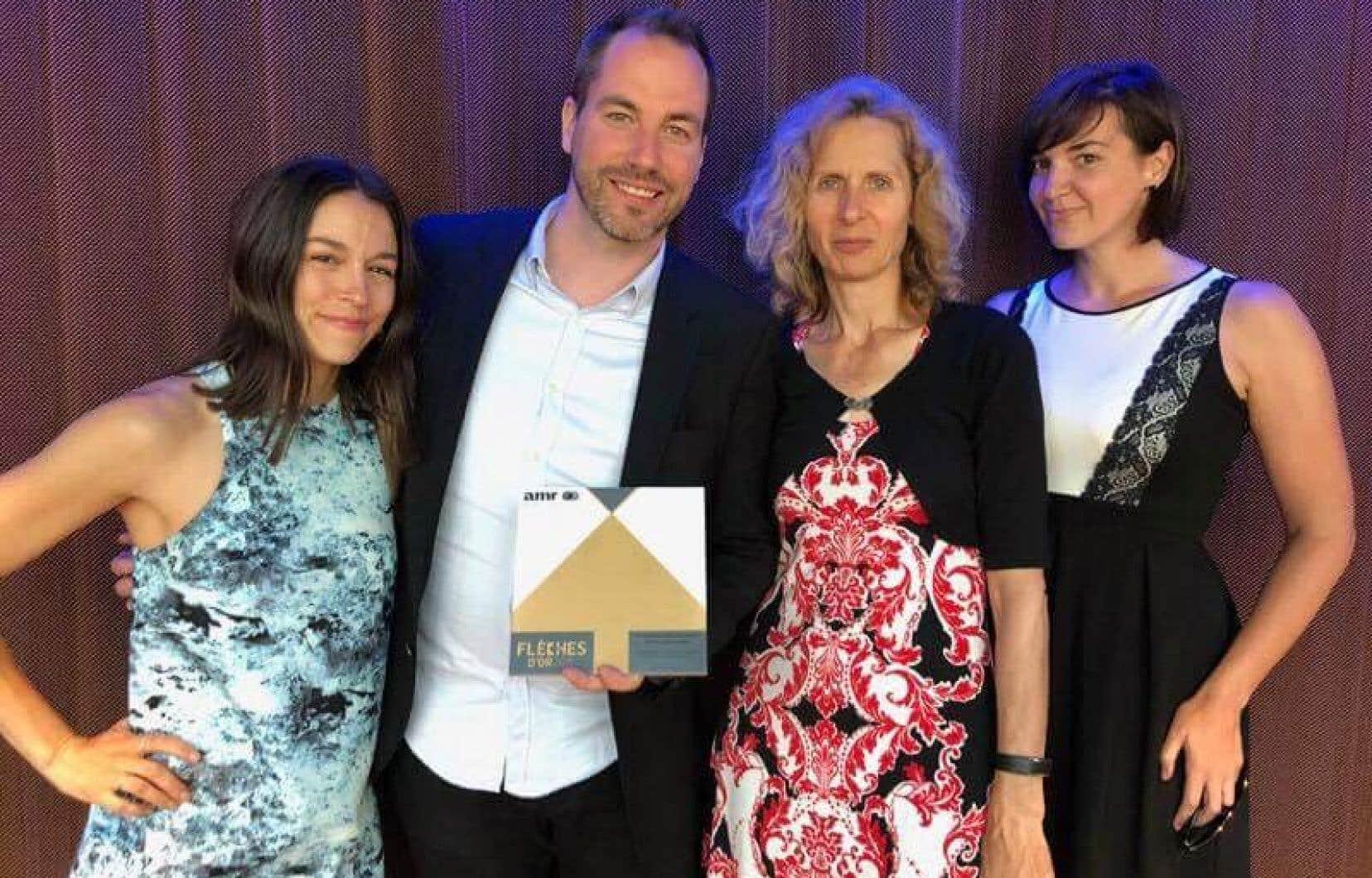 Le prix a été reçu parElisa-Maude Tremblay, Karl-Frédéric Anctil, Christianne Benjamin et Catherine Gentilcore.