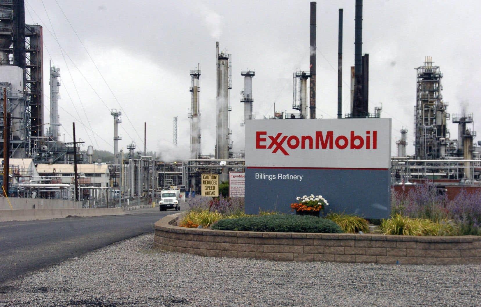 En 2017, les actionnaires de ExxonMobil ont voté à la majorité une résolution demandant à l'entreprise d'améliorer la divulgation d'information au sujet de l'impact financier de ses politiques.