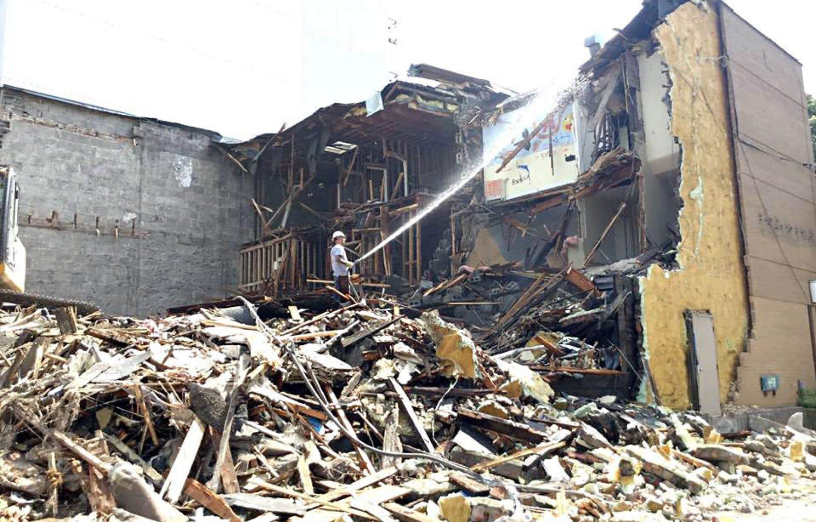 Destruction des bâtiments où sera bientôt bâti le Boisé UTILE, une résidence étudiante coopérative de 90 logements à prix abordable soutenue directement par le Fonds.