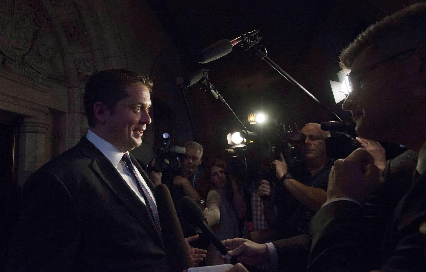Le chef conservateur Andrew Scheer refuse d'expliquer pourquoi il a expulsé son ancien rival Maxime Bernier de son cabinet fantôme.
