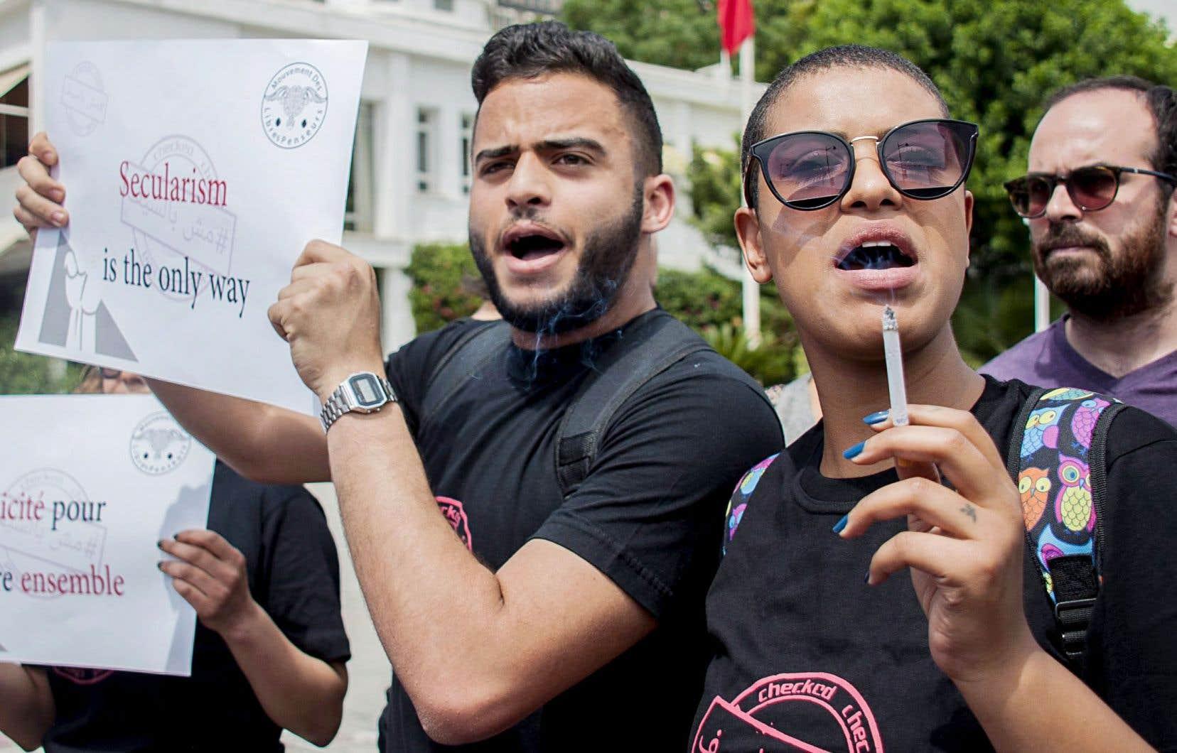 Le 27 mai dernier, des Tunisois ont manifesté contre une directive gouvernementale datant de 1981 obligeant la fermeture des cafés pendant le mois du ramadan.