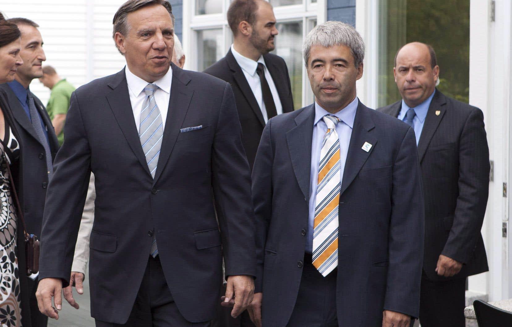 Le président de la Coalition Avenir Québec, Stéphane Le Bouyonnec (à gauche), en compagnie duchef François Legault à Rivière-du-Loup en 2012.