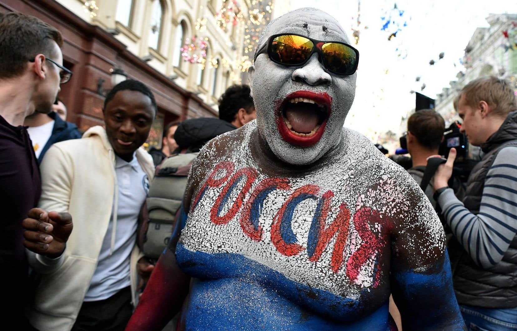 Jeudi, au centre-ville de Moscou, les partisans de l'équipe russe ont exprimé leur joie après la victoire des leurs au premier match de la Coupe du monde, contre l'Arabie saoudite.