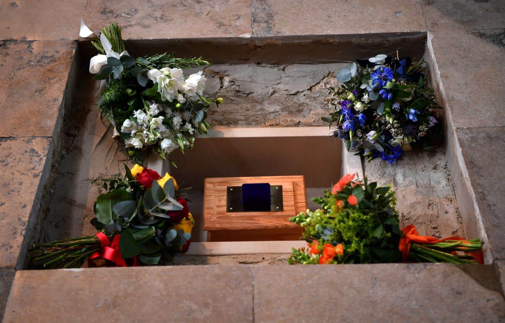 <p>Les cendres de Stephen Hawkingont été enterrées près des tombes d'Isaac Newton et de Charles Darwin.</p>
